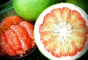 ผลส้มโอ หรือ ลูกส้มโอ ลักษณะของ ส้มโอ